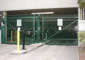 bi-parting-swing-gate-ac-transit-2